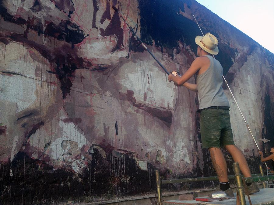 Avanguardie urbane borondo piedad una piet urbana - Chi ha dipinto il bagno turco ...